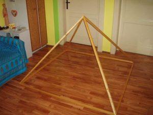 pyramídy: interiérová skladacia pyramída