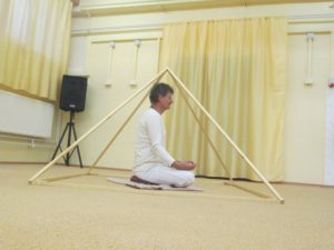 drevená relaxačná pyramída
