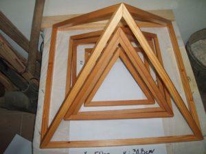 pyramídy: stolné